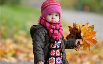 Cute Baby In Autumn Mac wallpaper