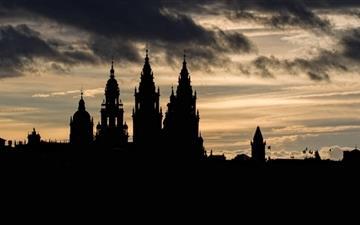 Santiago De Compostela Silhouette Mac wallpaper