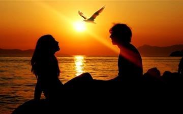 Romantic Couple Sunset Mac wallpaper