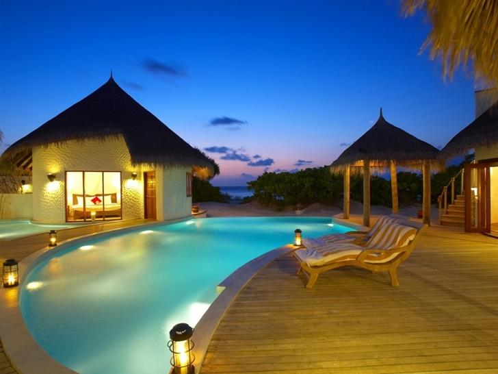 Maldives 5 Star Resort Mac Wallpaper