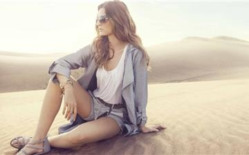 Girl In The Desert All Mac wallpaper