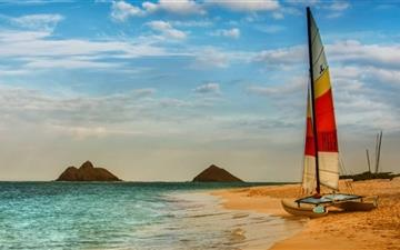 Boat On Oahu Beach All Mac wallpaper