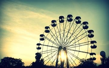 Sunlight Through Ferris Wheel Mac wallpaper